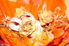 Νεκρός αυξήθηκε στο πορτοκαλί υπόβαθρο Στοκ Εικόνες