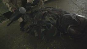 Νεκρός εχθρός στο πάτωμα απόθεμα βίντεο