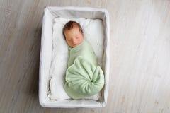 νεογέννητος ύπνος μωρών στοκ εικόνα