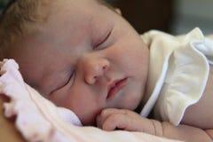 νεογέννητος ύπνος μωρών Στοκ Φωτογραφίες