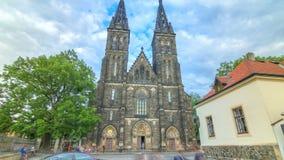 Νεογοτθικός Άγιος Peter και καθεδρικός ναός του Paul timelapse hyperlapse στο φρούριο Vysehrad, Πράγα απόθεμα βίντεο