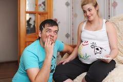 νεολαίες έγκυων γυναι&kapp οικογένεια έγκυος Στοκ Εικόνα