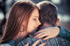 νεολαίες αγάπης ζευγών αγάπης Στοκ Εικόνες