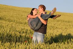νεολαίες αγάπης ζευγών Στοκ φωτογραφίες με δικαίωμα ελεύθερης χρήσης
