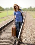 νεολαίες βαλιτσών σιδηροδρόμων κοριτσιών μόδας Στοκ Εικόνα