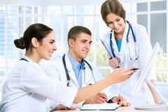 νεολαίες γιατρών στοκ εικόνα με δικαίωμα ελεύθερης χρήσης