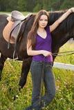νεολαίες γυναικών αλόγ&omeg στοκ εικόνες με δικαίωμα ελεύθερης χρήσης