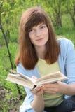 νεολαίες γυναικών βιβλί& Στοκ εικόνες με δικαίωμα ελεύθερης χρήσης