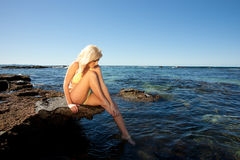 νεολαίες γυναικών βράχο&u Στοκ Εικόνα