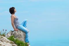 νεολαίες γυναικών βράχο&u Στοκ Φωτογραφία