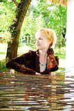 νεολαίες γυναικών εκμ&epsilo Στοκ Εικόνες