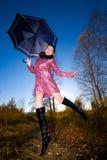 νεολαίες γυναικών ομπρ&epsil Στοκ εικόνες με δικαίωμα ελεύθερης χρήσης