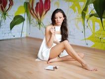 νεολαίες γυναικών πετσ&ep στοκ φωτογραφίες με δικαίωμα ελεύθερης χρήσης