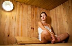 νεολαίες γυναικών σαουνών Στοκ Εικόνες