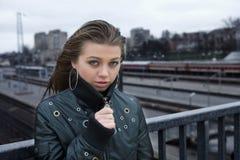 νεολαίες γυναικών σταθμών Στοκ Εικόνες