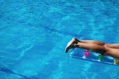 νεολαίες γυναικών συνόλων s λιμνών ποδιών Στοκ Εικόνες