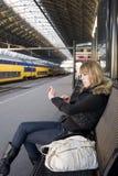 νεολαίες γυναικών τραίν&omega Στοκ φωτογραφία με δικαίωμα ελεύθερης χρήσης