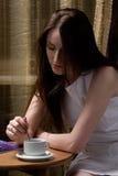 νεολαίες γυναικών φλυτ& στοκ εικόνες με δικαίωμα ελεύθερης χρήσης