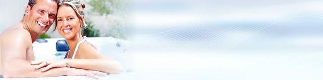 νεολαίες ζευγών παραλι στοκ εικόνα με δικαίωμα ελεύθερης χρήσης