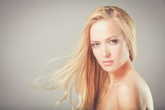 _ νεολαίες λευκών γυναι&k Στοκ φωτογραφία με δικαίωμα ελεύθερης χρήσης