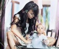 νεολαίες μητέρων ομορφιάς Στοκ Φωτογραφία