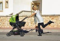 νεολαίες μητέρων Στοκ Φωτογραφία