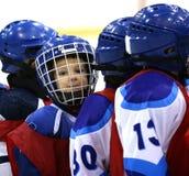 νεολαίες παικτών χόκεϋ Στοκ φωτογραφία με δικαίωμα ελεύθερης χρήσης