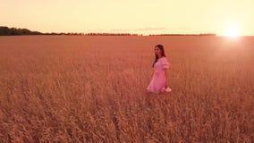 νεολαίες σίτου κοριτσ&io απόθεμα βίντεο