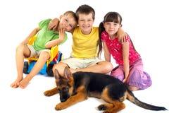 νεολαίες σκυλιών παιδιώ Στοκ φωτογραφίες με δικαίωμα ελεύθερης χρήσης