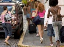 νεολαίες τουριστών ομάδας Στοκ εικόνα με δικαίωμα ελεύθερης χρήσης