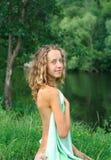 νεολαίες φύσης κοριτσιώ& στοκ εικόνες με δικαίωμα ελεύθερης χρήσης