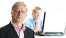 νεολαίες lap-top επιχειρηματ& Στοκ φωτογραφία με δικαίωμα ελεύθερης χρήσης
