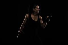 Νεολαίες αθλητισμός-που κοιτάζουν συμπαθητική κυρία με τη σκοτεινή τρίχα στοκ εικόνες με δικαίωμα ελεύθερης χρήσης