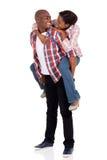 Νεολαίες που αγαπούν το αφρικανικό ζεύγος Στοκ Φωτογραφία