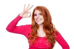 Νεολαίες που χαμογελούν τη redhead απομονωμένη πορτρέτο έκφραση γυναικών Στοκ Εικόνα