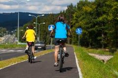 νεολαίες ποδηλατών Στοκ Φωτογραφίες