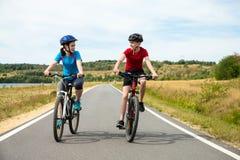 νεολαίες ποδηλατών Στοκ Εικόνες