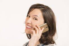 νεολαίες τηλεφωνικών ομιλούσες γυναικών Στοκ Φωτογραφία