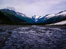 Νερά και βουνά της Αλάσκας Στοκ Εικόνες