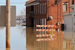 Νερά πλημμύρας μέχρι το εστιατόριο στην αυγή, Ιντιάνα στοκ εικόνα