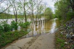 Νερά της πλημμύρας που καλύπτουν τον ποταμό Greenway Roanoke Στοκ εικόνα με δικαίωμα ελεύθερης χρήσης