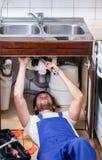 Νεροχύτης επισκευών Handyman στοκ εικόνες
