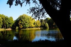 νερό αντανάκλασης φθινοπώρου λιμνών στοκ εικόνες