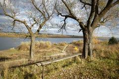 Νερό και ένα φθινοπωρινό τοπίο Στοκ Φωτογραφίες