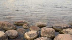 Νερό και πέτρες απόθεμα βίντεο