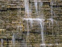 Νερό και τοίχος Στοκ φωτογραφία με δικαίωμα ελεύθερης χρήσης