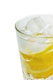 Νερό με τα λεμόνια και πάγος που απομονώνεται Στοκ εικόνες με δικαίωμα ελεύθερης χρήσης