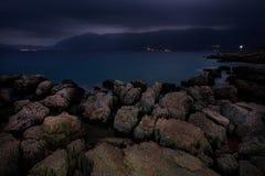 Νερό πετρών νύχτας Στοκ εικόνα με δικαίωμα ελεύθερης χρήσης