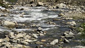 Νερό που ρέει ειρηνικά φιλμ μικρού μήκους