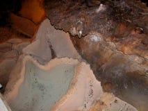 Νερό σε μια σπηλιά ασβεστόλιθων Στοκ Φωτογραφίες